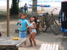 Enfants sur une plage, Java, Indonésie